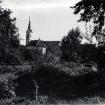 kapelica-ob-vhodu-v-vrtu1924-pogled-iz-vrtasredi-50